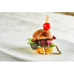 "Mini burger ""Kovárna"" s karamelizovanou cibulkou a slaninou"