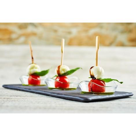 Mini špízek z marinované mini mozzarelly a cherry rajčátka s redukovaným balsamicem a čerstvou bazalkou